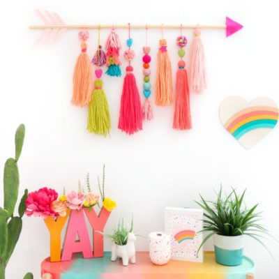 Photo of DIY Valentine's Day Neon Yarn Wall Hanging – A Kailo Chic Life #Chic #Day #DIY #…