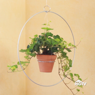 Photo of Save counter space with this DIY Trendy Hanging Planter!